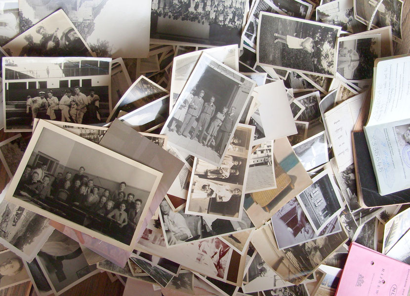 """Het begin was een ongesorteerd """"archief"""" ... een koffer vol foto's en documenten."""