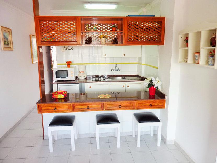 Alle keukenmatriaal is aanwezig in de keuken + een fruitpers warmwaterkoker microwave koffiezet broodrooster