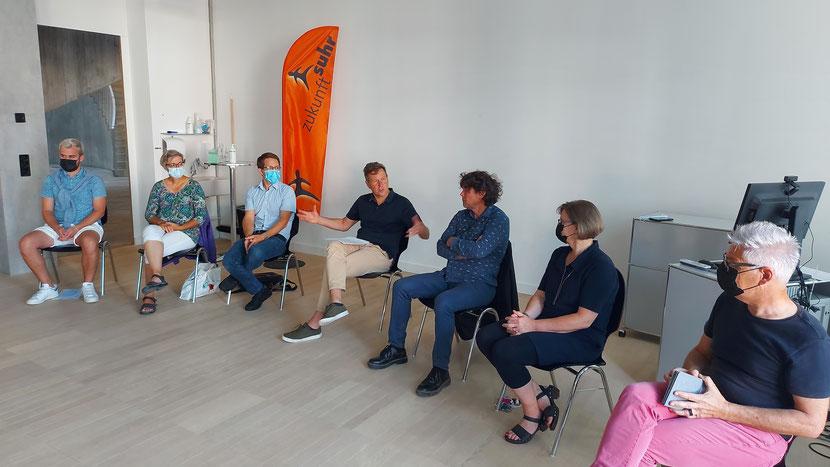 Unsere Kandidierenden für die Finanzkommission und den Gemeinderat: Ivo Graf (SP), Regina Gerber-Werder (EVP), Michael Schmid (parteilos), René Estermann (Moderator), Thomas Baumann (Grüne), Sonja Ihle (parteilos), Oliver Krähenbühl (SP).