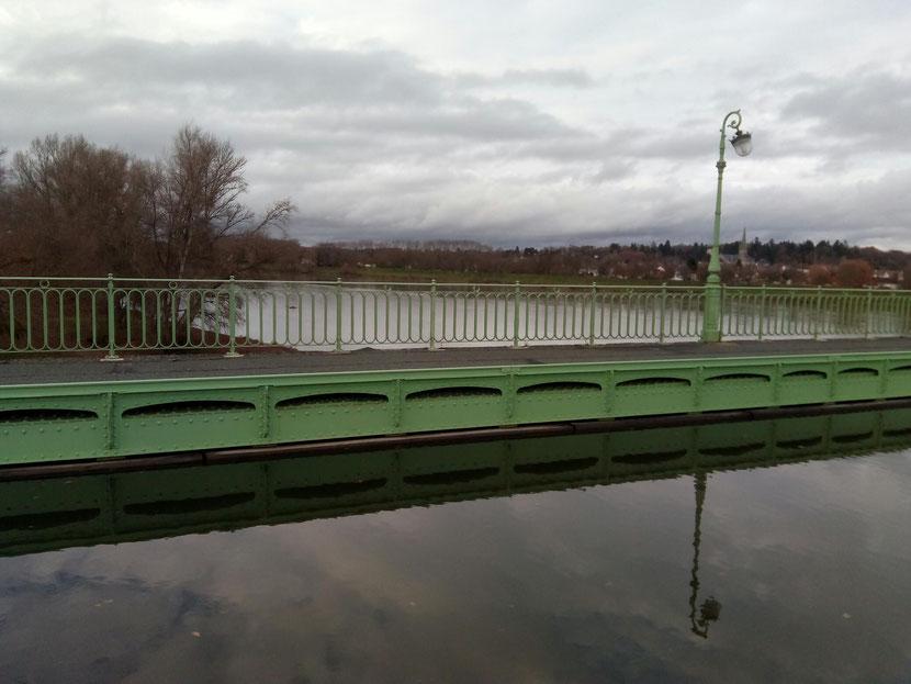 Le canal traverse la Loire