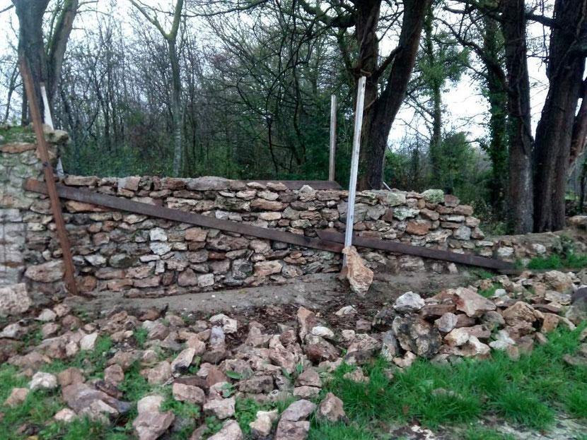 Mur reconstruit selon des techniques anciennes