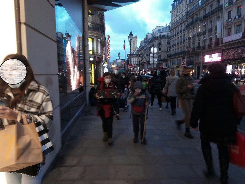 Rue de Rivoli, en direction de l'Elysée