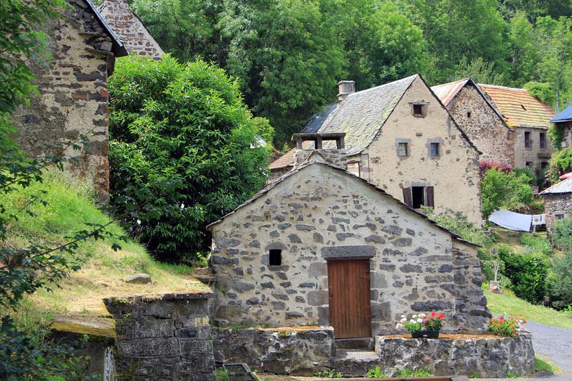 Petit village en-dessous du site