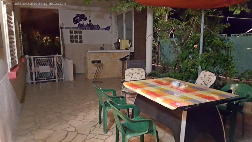 Terasse mit Küche in der Villa Mathilda