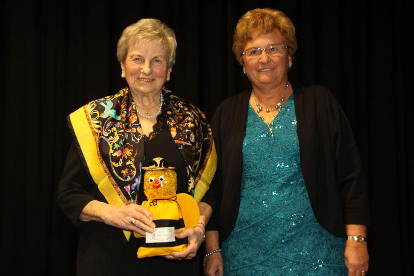 Ehrenvorsitzende Wilma Dahlem und 1. Vorsitzende Ingeborg Gritsch 2016