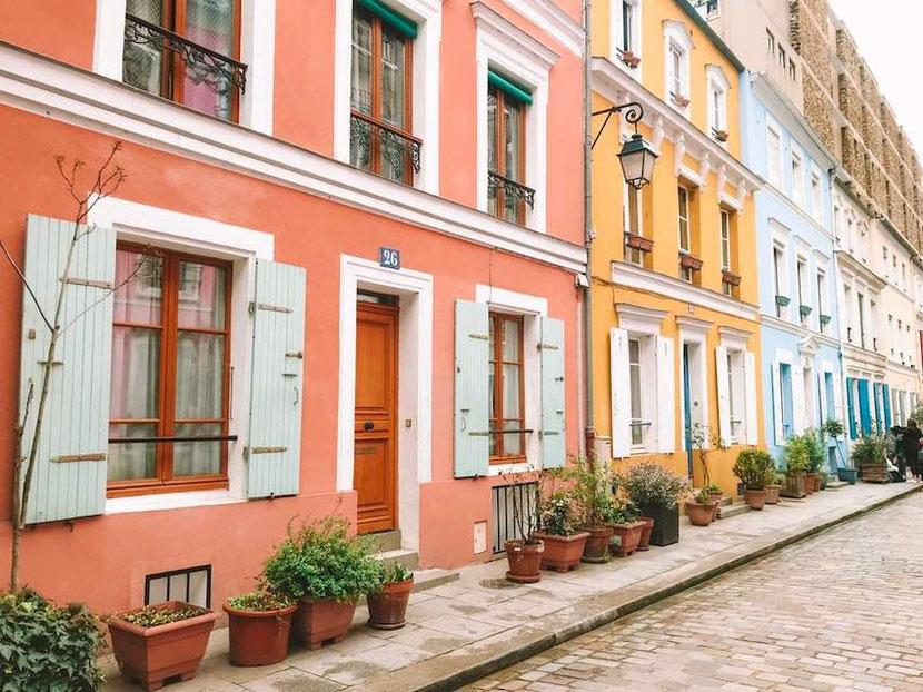 инстаграмное место Париже - улица Кремье с разноцветными домами