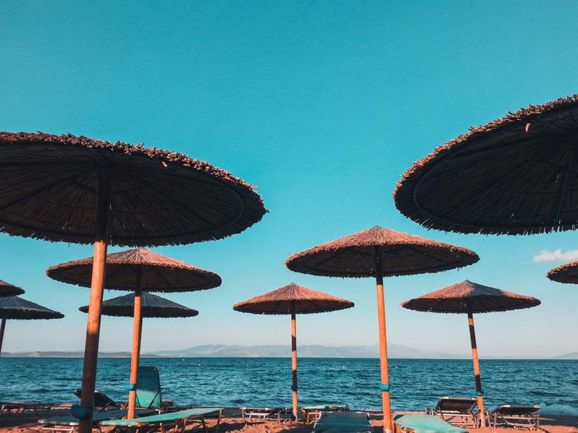 чистый пляж с прозрачной водой недалеко от Афин - Неа Макри
