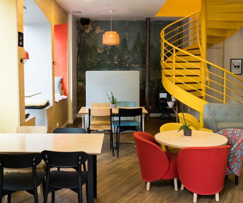 необычное кафе и коворкинг анти-кафе в Париже