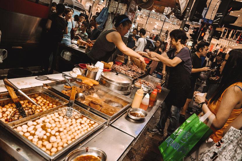 улицы Гонконга - это один большой ресторан