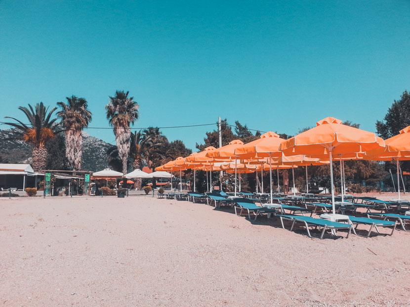 песчаный пляж недалеко от Афин - Неа Макри