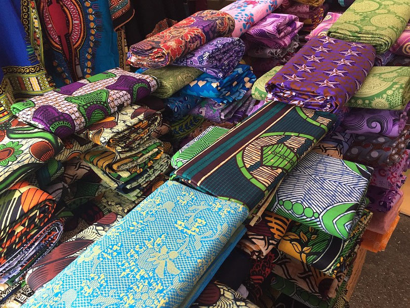 африканский экзотический рынок в Париже