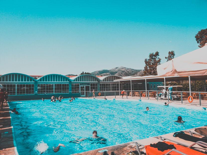 бассейн подходящий для детей в Неа Макри