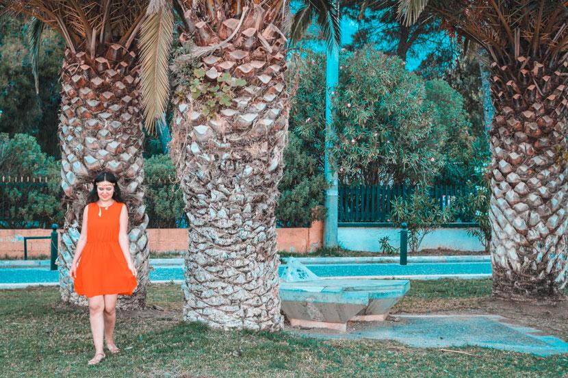 пальмы, зелень и чистые пляжи в Неа Макри недалеко от Афин