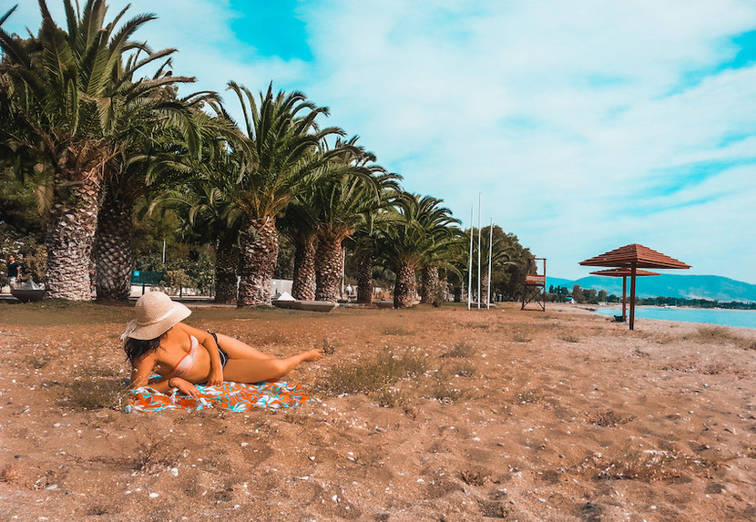 пальмы, песчаный пляж, голубое море - идеальный курорт в Неа Макри возле Афин
