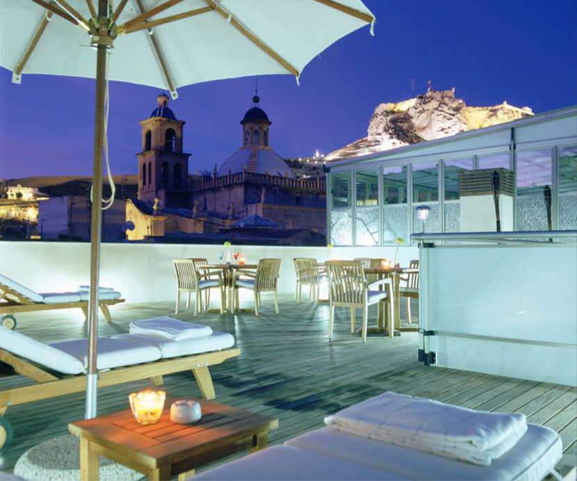 a rooftop terrace with a bar in the Unusual hotel in Alicante Hospes Amerigo