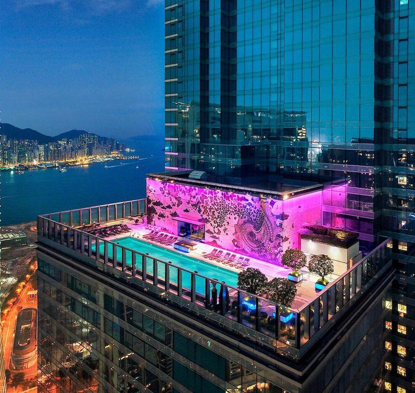 уникальный отель в Гонконге с бассейном на крыше с подогревом, скай-баром, рестораном и смотровой площадкой