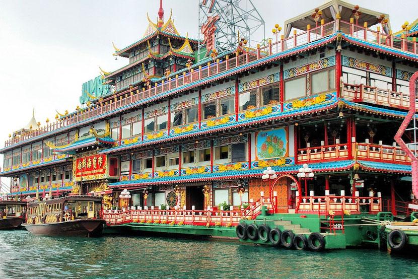 необычный плавучий ресторан в Гонконге Джамбо