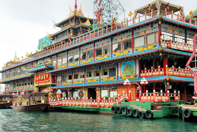Unusual restaurant in Hong Kong on the giant traditional boat