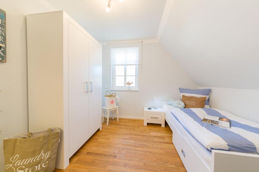Das Einzelzimmer im DG bietet ein Ausziehbett für eine 7. Person