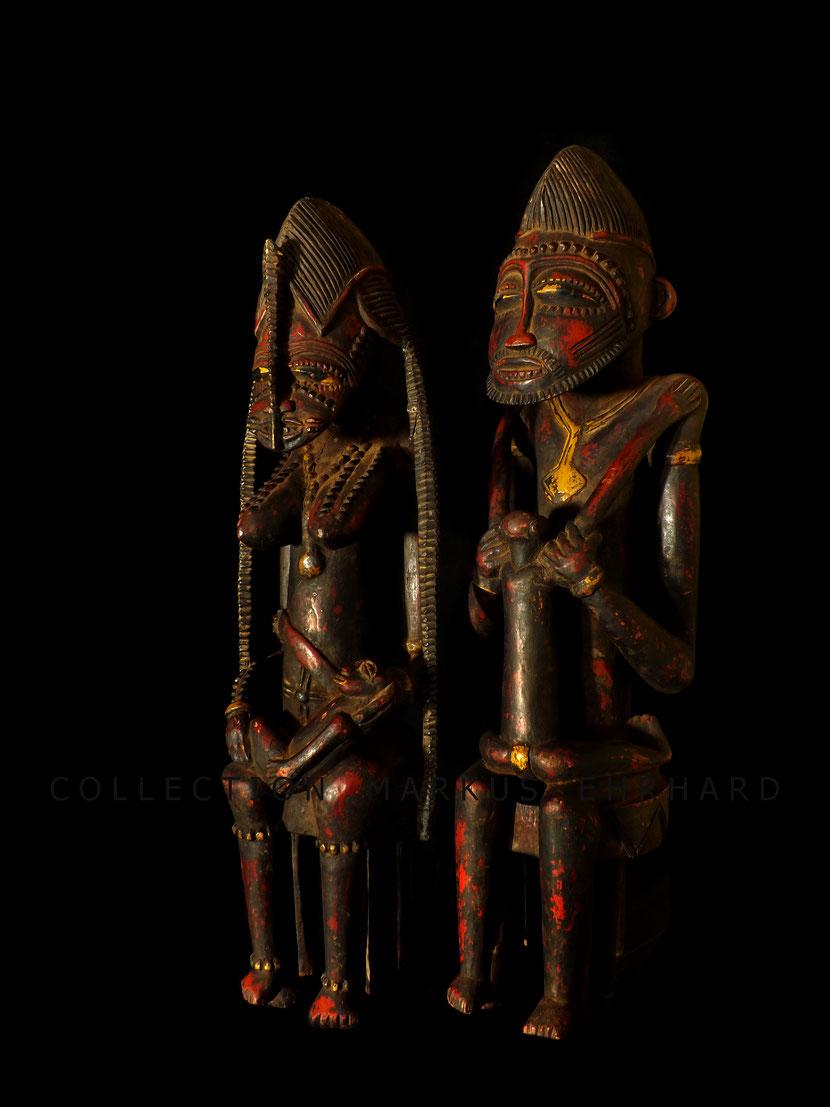 Tugubele Figurenpaar von Ziehouo Coulibaly, Senufo aus dem Kunstbuch Wenn Neuordnung Ordnung schafft von Markus Ehrhard