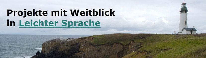 Foto eines Leuchtturmes an einem Steilhang mit dem Text Projekte mit Weitblick