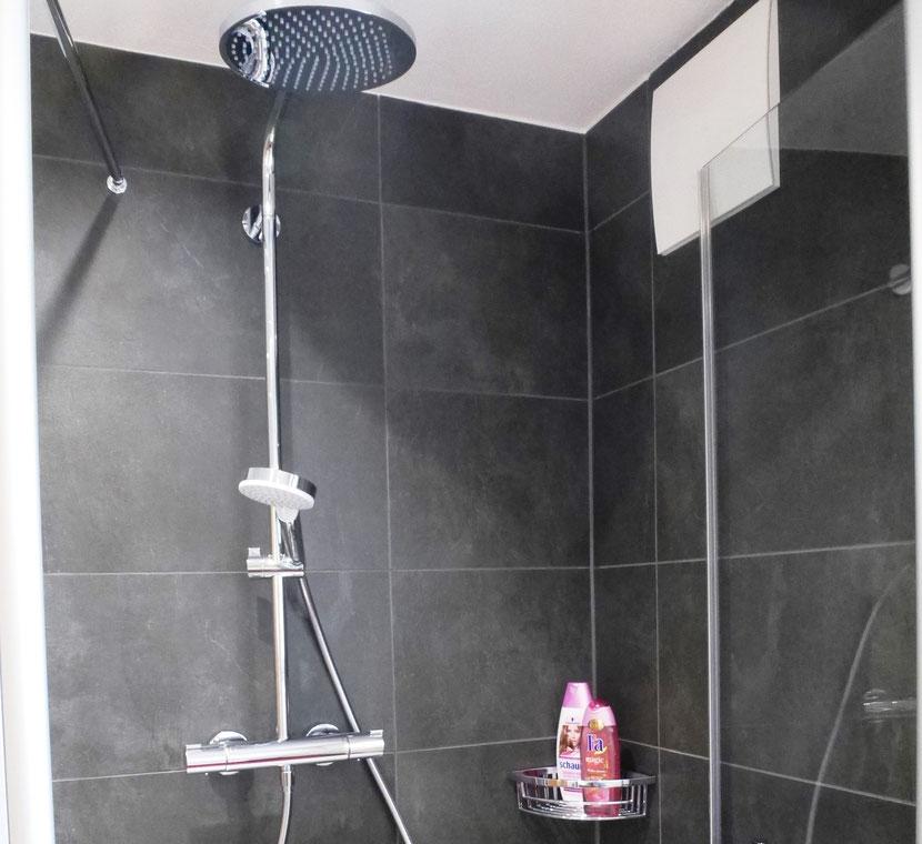 bequeme flache Dusche mit Rainshowerbrause