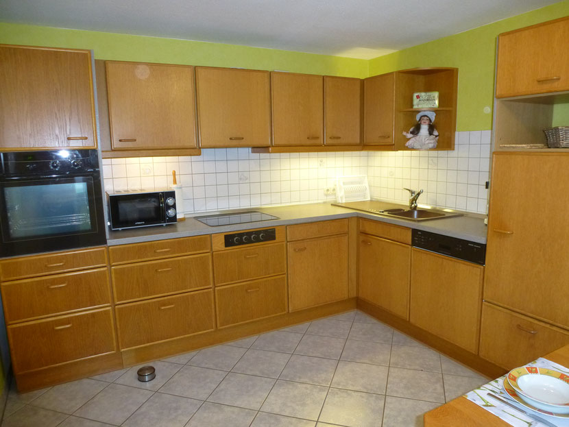 Komplette, gut ausgestattete Küche (u.a. Spülmaschine, Mikrowelle, Toaster, Kaffeemaschine, Eierkocher, Wasserkocher, …)