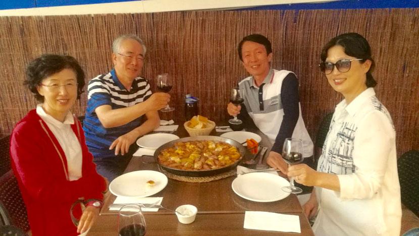 Dos parejas coreanas (Park, Kim, Song y Kim) nos visitaron dos días para conocer los platos del Marino Rotes.