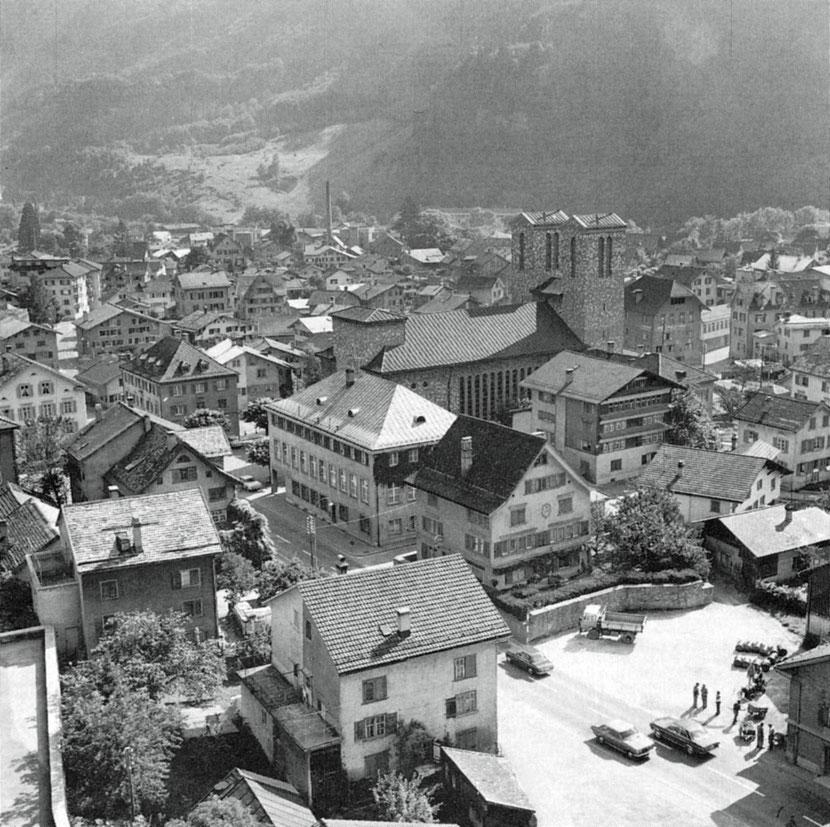 Dorfmitte Anfang der 70er-Jahre (Schönwetter?)