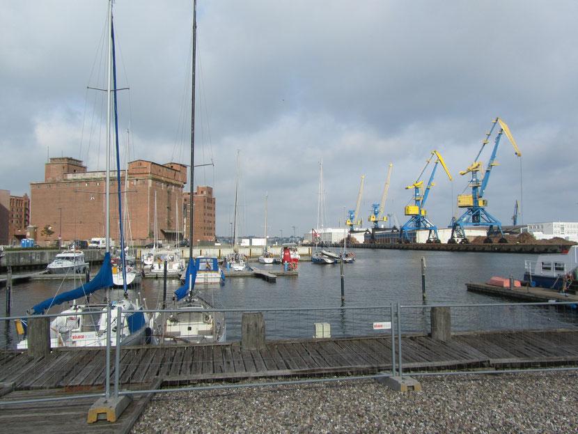 Überseehafen Wismar   vom Hafenmeistergebäude aus fotografiert