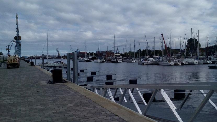 Westhafen - die neuen Stege des Stadthafens auf der Westseite des Hafens