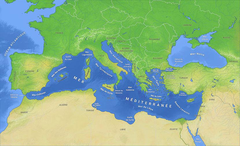 """La mer Méditerranée est parfois appelée « la grande mer, mer occidentale ou mer des Philistins ». Le mot «Méditerranée » signifie """" au milieu des terres """", car elle est presque fermée. L'apôtre Paul a fait 3 voyages missionnaires sur la Méditerranée."""