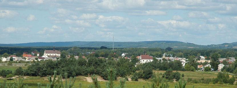 """Ville de Raków fondée en 1569 célèbre pour son imprimerie et à son Académie. Seule localité peuplée uniquement d'antitrinitaires, surnommée """"Jérusalem sarmate"""" ou """"Genève arienne"""" – wikipedia."""