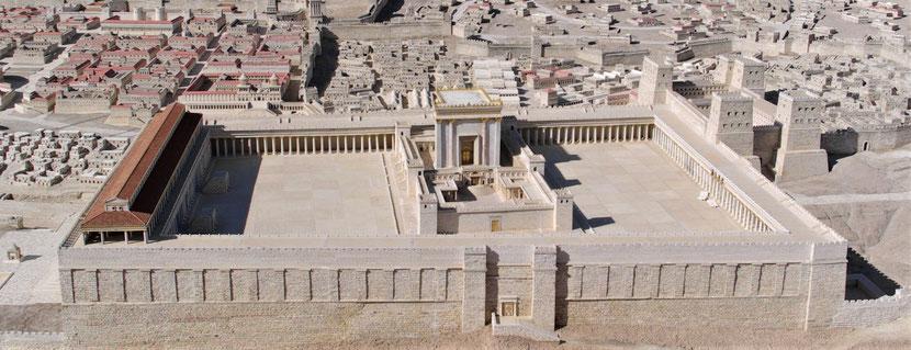 Le Temple de Jérusalem a été détruit en Juillet 587 av J-C par les armées babyloniennes, et sa reconstruction s'est achevée en février 515 av J-C sous le roi perse Darius 1er.