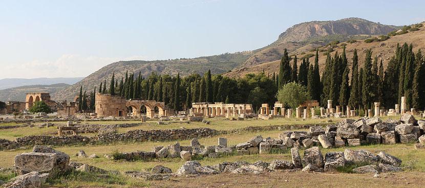 Papias est l'un des responsables de l'église de Hiérapolis, en Asie mineure, au IIème siècle. C'est donc un compagnon de Polycarpe de Smyrne.