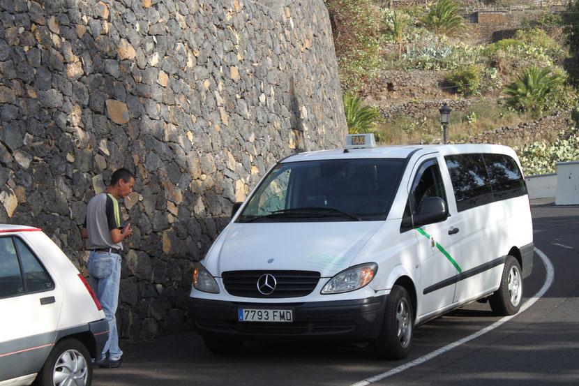 Unser Taxi und der Fahrer.