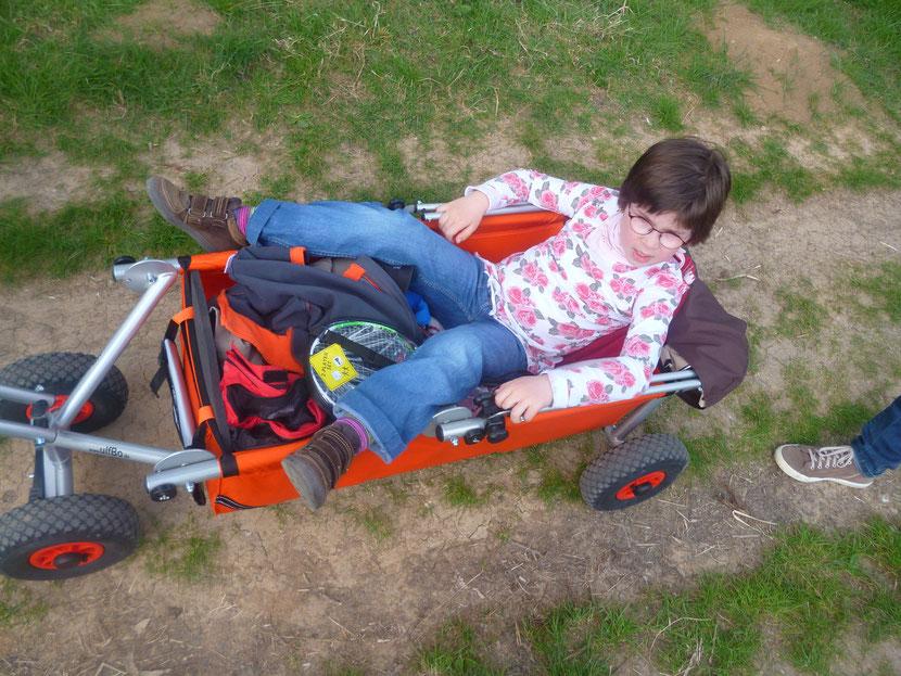 beliebter Helfer der faltbare ulfBo für Expeditionen mit Kindergarten und Schule