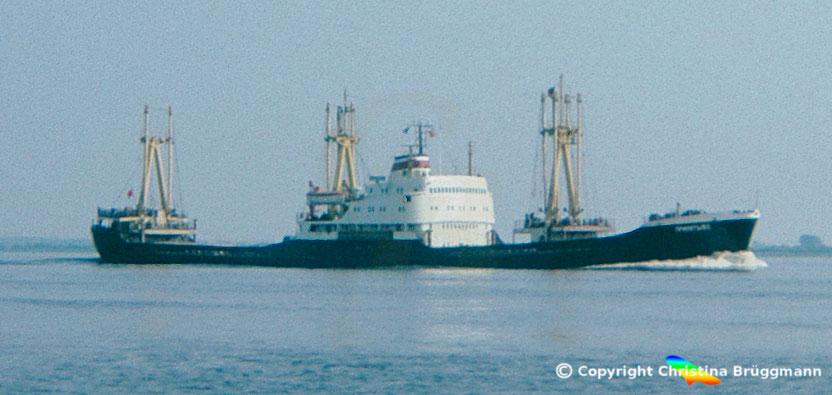 "UdSSR Eismeerfrachter ""KHATANGA"" auf der Elbe 1963"