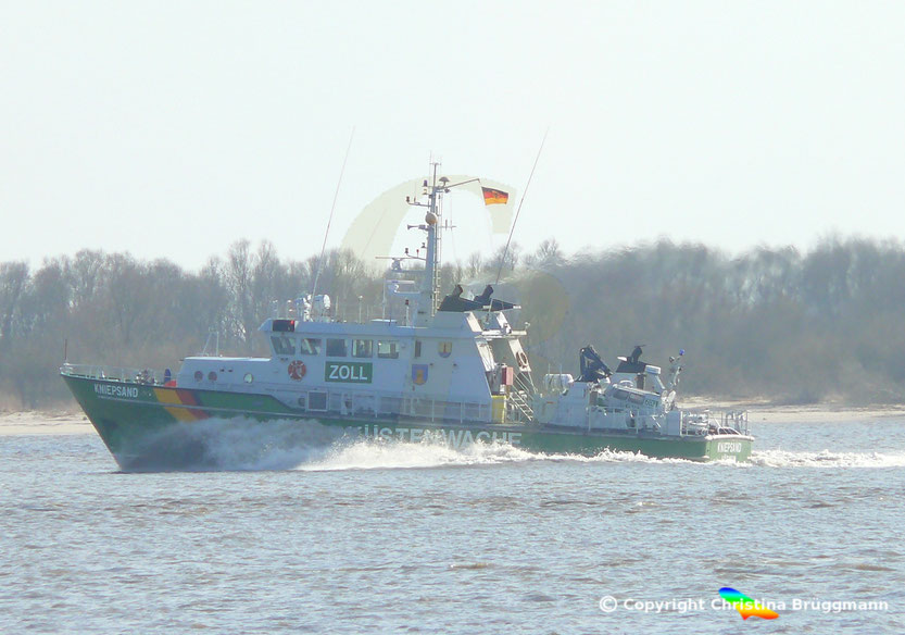 Zollkreuzer KNIEPSAND, Elbe 08.04.2015