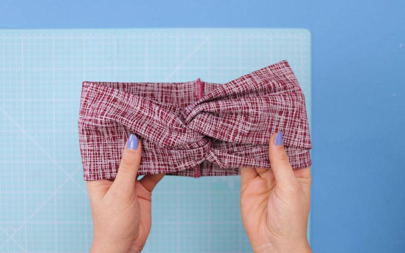 10 DIY Ideen aus Stoffresten – DIY Eule: einfaches Haarband mit Drehung aus Jerseystoffresten nähen