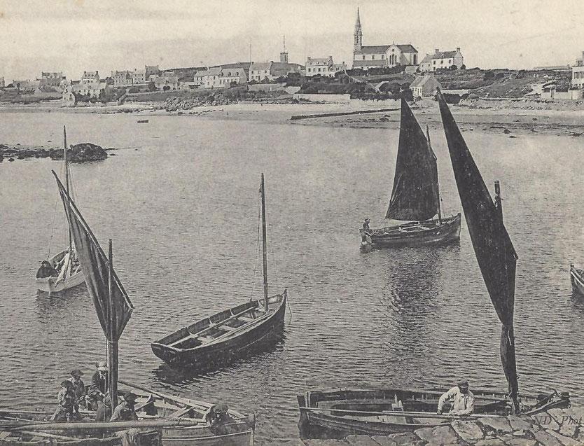 Péniches de l'île de Batz, cette photo est datée entre 1905 année de construction du sémaphore et 1911  année de construction de l'école