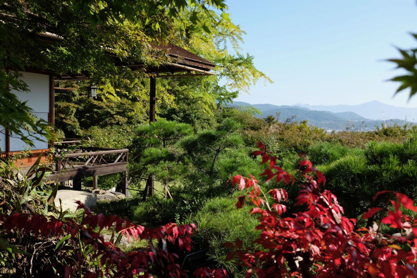 Kyoto Ausflug Tipp Arashiyama Garten Villa Okochi Sanso visit gardens tearoom guide to Okochi Sanso Villa by movie star Denjiro Okochi