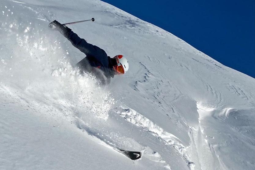 Powder Skiing auf der Corviglia, St. Moritz, Engadin