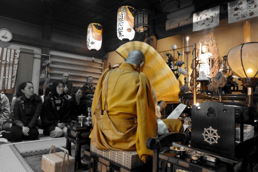 Japan Koyasan Übernachtung temple stay Morgenzeremonie Temple Lodging Tempelunterkunft Kumagaiji Feuerzeremonie