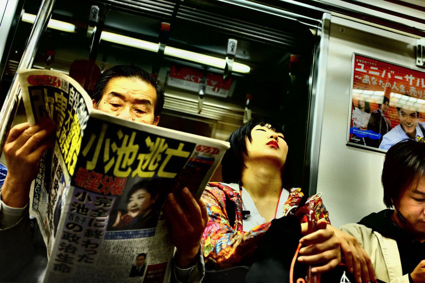 Alltag in der Metro – lesen oder nappen