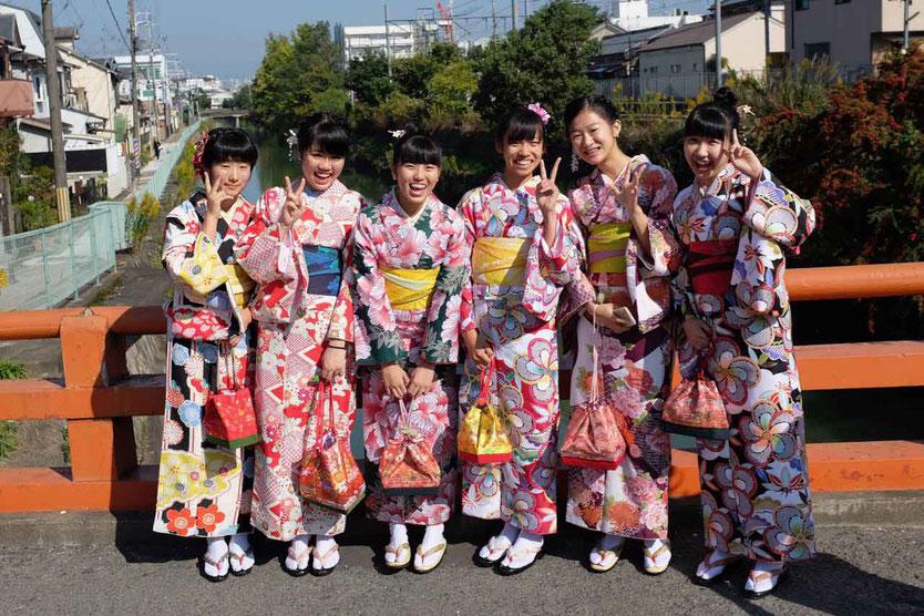 Besuch Fushimi-Inari-Taisha berühmtester Schrein Tempel Kyoto 1000 Tausend Tore Torii Reisebericht