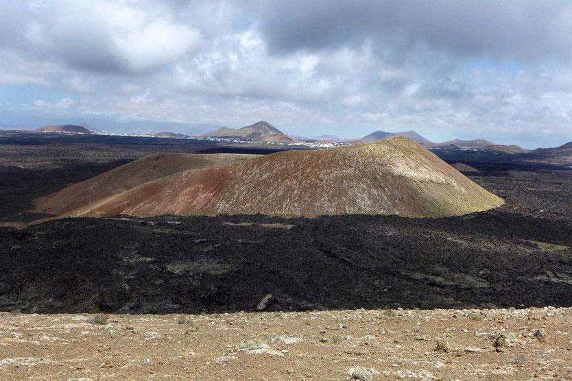 Lanzarote schönste Vulkanwanderung auf dem Kraterrand der Caldera Blanca