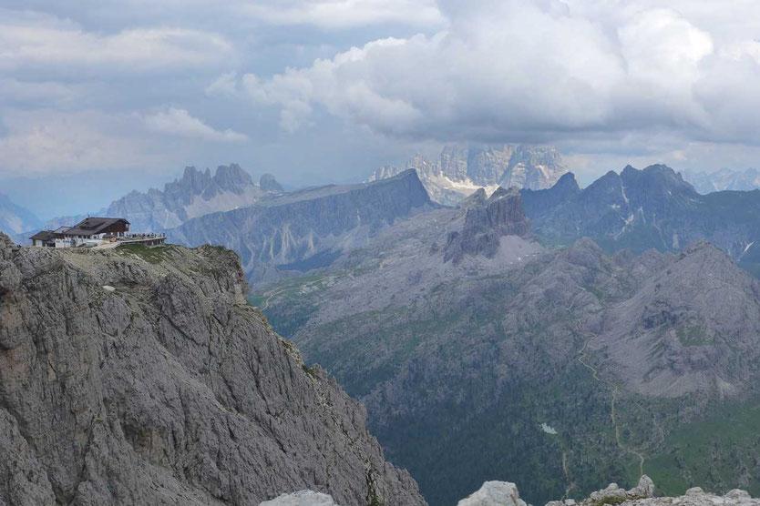 Blick auf die Lagazuoi Hütte