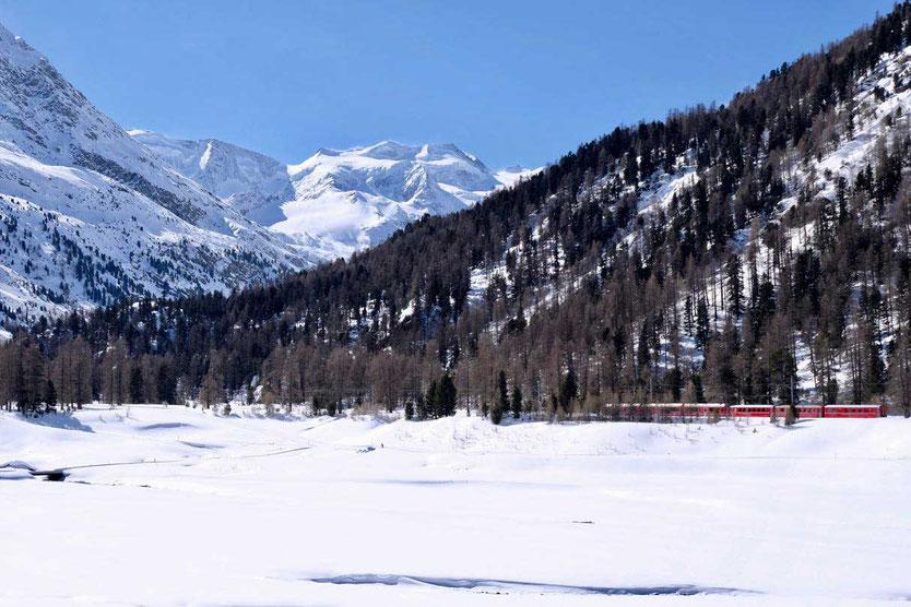 Rhätische Bahn im Val Bernina am Morteratschgletscher