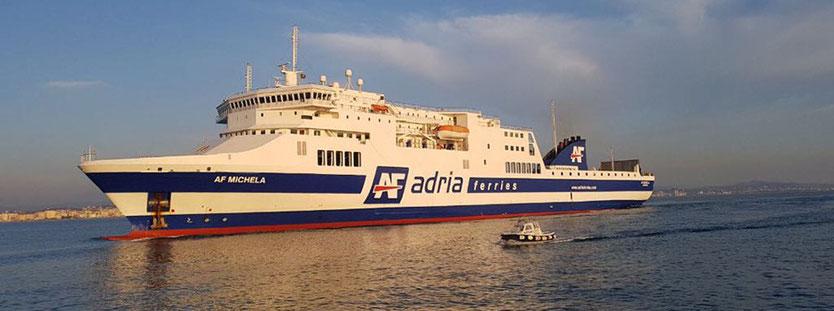 Le ferry AF Michela dans ses couleurs d'Adria Ferries. Le navire est actuellement affecté sur une ligne reliant les ports italiens d'Ancône et de Trieste à celui de Durres en Albanie.